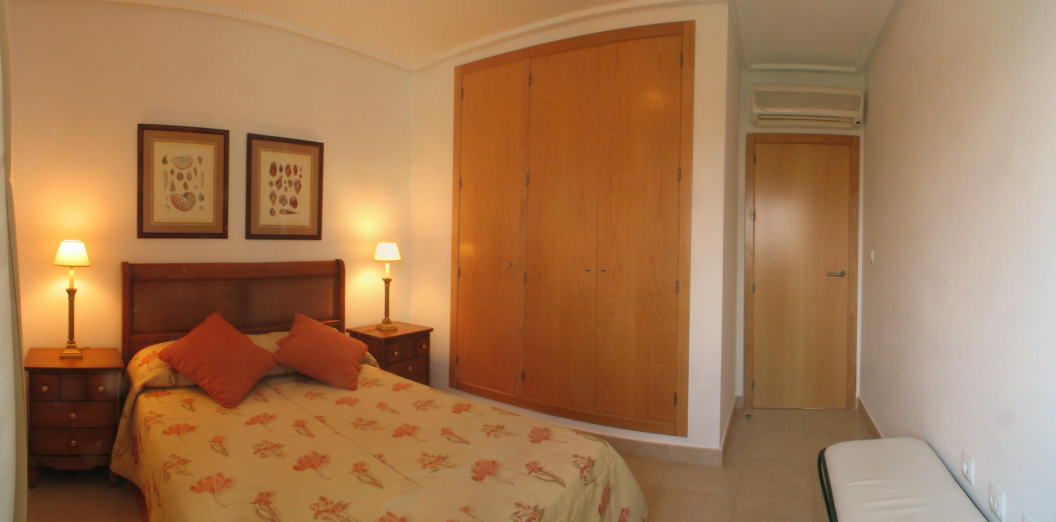 Golf spanien ferienwohnsitze h user schlafzimmer - Panoramabild schlafzimmer ...